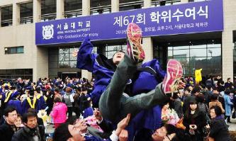 ▲ 우한폐렴 사태로 서울대 졸업식이 고작 66명 참석으로 진행한다.