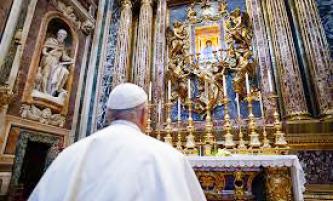 ▲ 프란시스코 교황이 코로나 극복을 위해 기도에 나서고 있다.