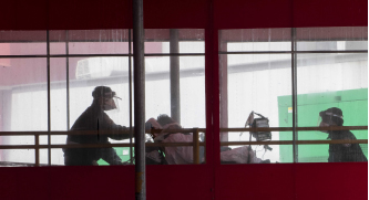 ▲ 미국에서 제일 심각한 뉴욕 병원에서 코로나 환자들을 후송하고 있다.