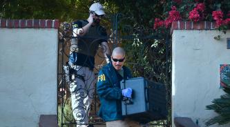 ▲ 지난 2018년 11월 FBI는 호세 후이저 당시 시의원 자택을 압수수색하고 있다.