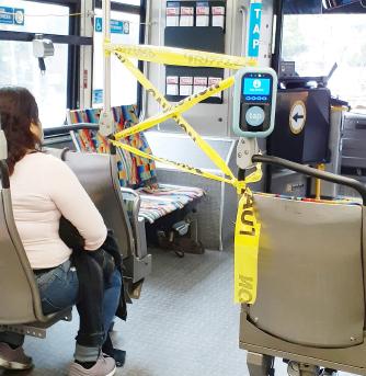 ▲ LA시내버스는 운전기사와 승객들을 완전 차단시키고 있다.