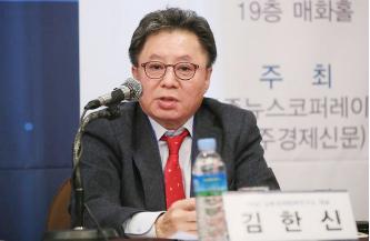 ▲ 대북사업 브로커 김한신씨가 한 신문사가 주최한 북한경제관련 심포지움에 페널로 참석해 주제 발언을 하고 있다.