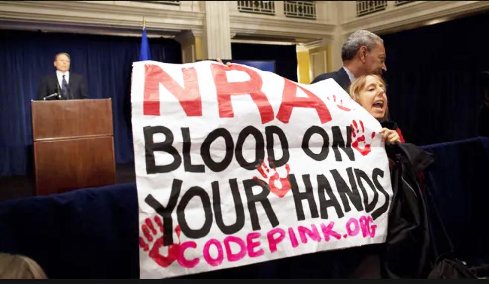▲ 총기를 규제하자는 시위가 벌어지고 있으나 법으로 이어지지 못했다.