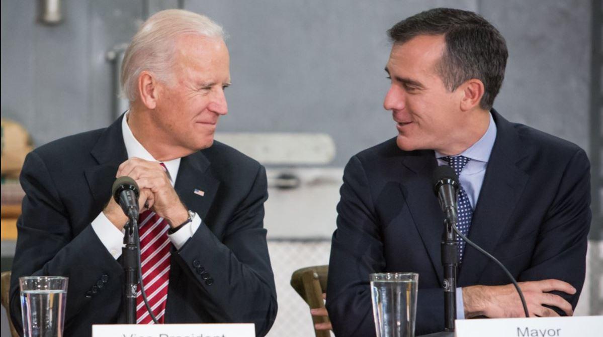 ▲ 바이든 대통령과 가세티(오른편) 시장이 담소하고있다.