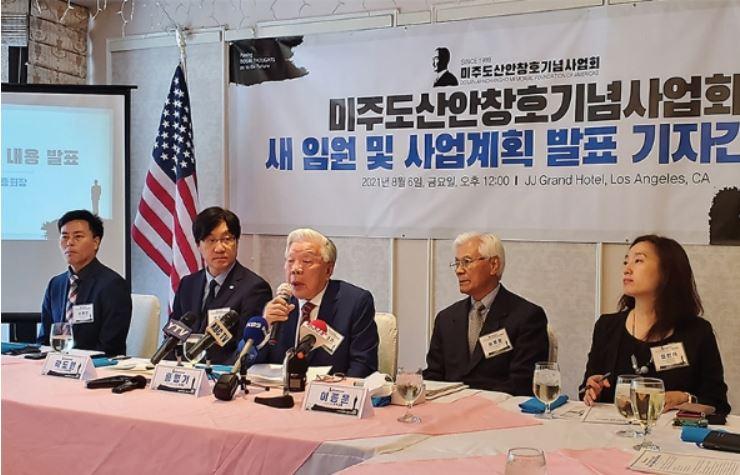 ▲ 홍명기 회장(중앙)이 도산 사업계획을 밝히고 있다.