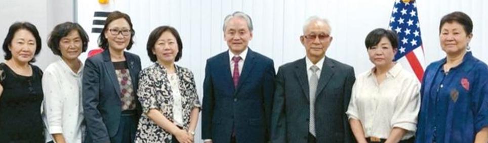 ▲ 남가주한국학원 이사회가 박경재 총영사(중앙)와 협의를 갖고 있다.