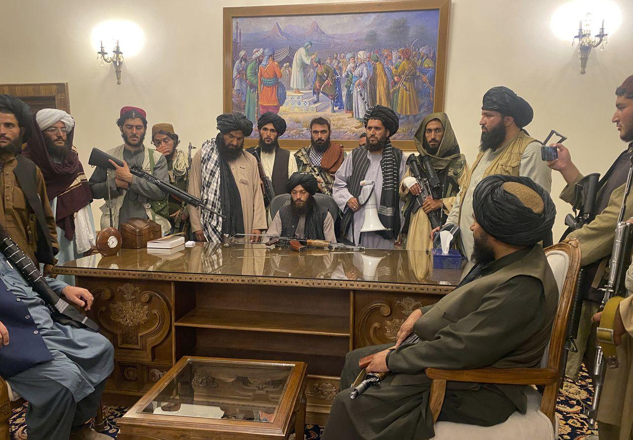 ▲ 탈레반이 수도 카불을 점령하고 대통령궁에 지도부가 모였다.