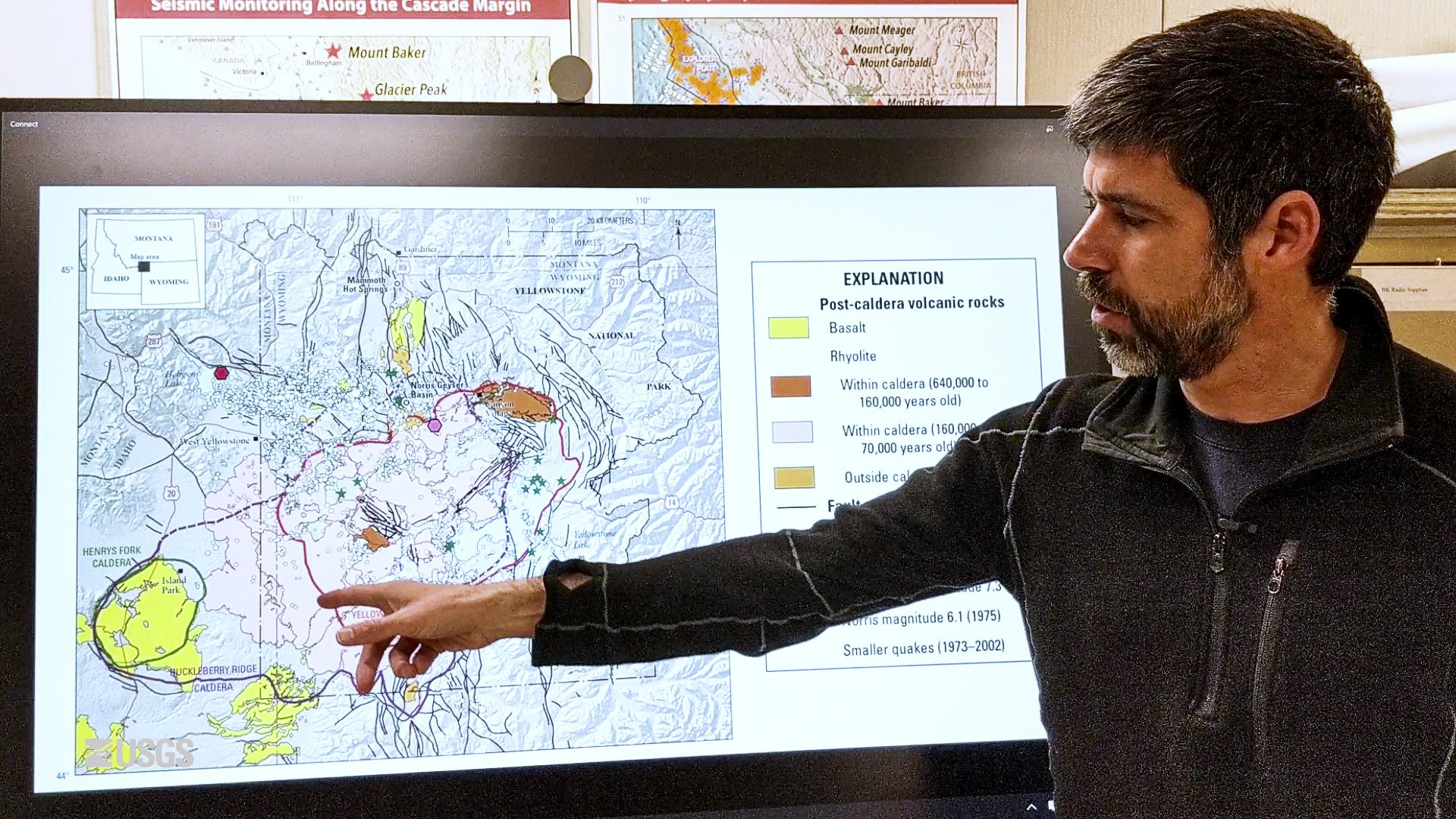 ▲ 화산학자 폴란드 박사가 옐로스톤 상태를 설명하고 있다.